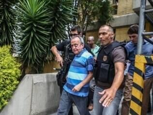 PR - OPERAÇÃO LAVA JATO/PRISÃO/CERVERÓ/MPF - POLÍTICA - O ex-diretor da área internacional da Petrobras, Nestor Cuñat Cerveró, deixa o Instituto   Médico Legal (IML) de Curitiba(PR), cerca de 10 minutos depois de realizar o exame de   corpo de delito, e é encaminhado para a Delegacia da Polícia Federal da capital   paranaense, nesta quarta-feira (14). Cerveró foi preso preventivamente, na madrugada de   hoje, ao desembarcar no Aeroporto do Galeão, no Rio de Janeiro, quando chegava de viagem   de Londres. Além disso, no dia 13 de janeiro, foram cumpridos mandados de busca e   apreensão na residência de Cerveró e de seus familiares, em função de seu envolvimento em   novos fatos ilícitos relacionados os crimes de corrupção passiva e lavagem de dinheiro   que foram denunciados recentemente pelo Ministério Público Federal.   14/01/2015 - Foto: GERALDO BUBNIAK/AGB/ESTADÃO CONTEÚDO