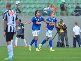 Marcelo Moreno comemora gol marcado sobre o rival Atlético