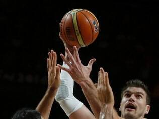 Brazil's Tiago Splitter, right, shoots over  Argentina's Luis Scola, left, during the  Basketball World Cup  Round of 16 match between Brazil and Argentina in Madrid, Spain, Sunday, Sept. 7, 2014. The 2014 Basketball World Cup competition will take place in various cities in Spain from Aug. 30 through to Sept. 14. (AP Photo/Andres Kudacki)