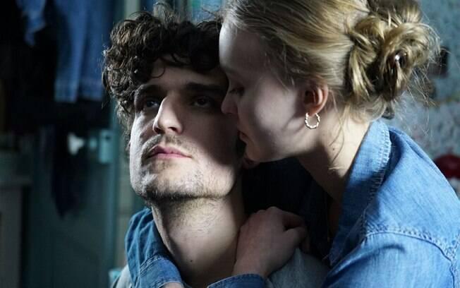 Louis Garrel e Lily-Rose Depp em cena de Um Homem Fiel, que estreia nesta quinta-feira (4) nos cinemas brasileiros