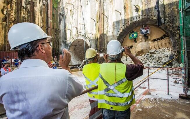 Governador Geraldo Alckmin acompanhou nesta sexta-feira (19) as obras na Linha-5 do Metrô