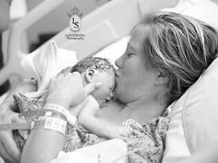 Casal divulgou ensaio de fotos com filha que nasceu morta como homenagem ao bebê