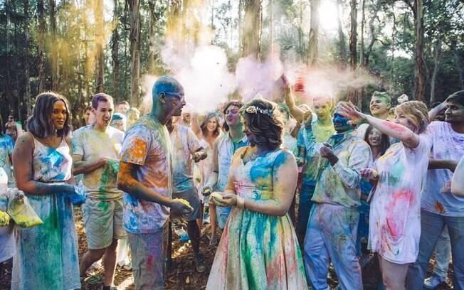 Casal é de culturas diferentes e não teve ideias para casamento para unir as tradições tão boas quando a guerra de cores