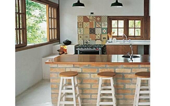 Você pode deixar tijolos aparentes em diversas partes da casa para uma decoração rústica
