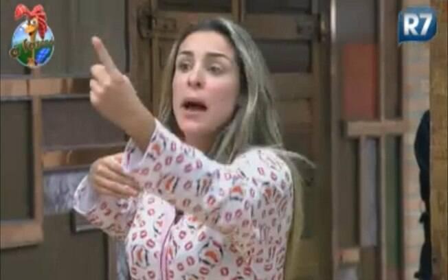 Joana Machado grita com Gui Pádua em defesa de Anna Markun