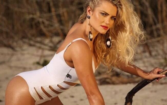 Thaiz Schmitt foi coelhinha da Playboy e agora investe na carreira de atriz