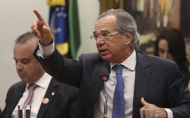 De acordo com Paulo Guedes, a proposta de carteira de trabalho verde e amarela não ajudará