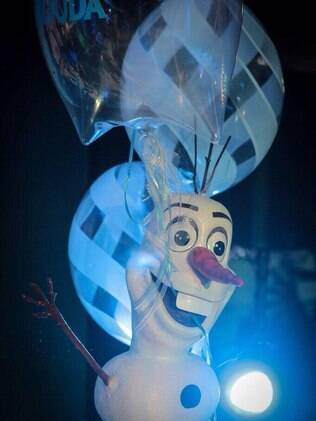 O balão do personagem Olaf, da animação 'Frozen - Uma Aventura no Gelo', é um dos mais pedidos das festas