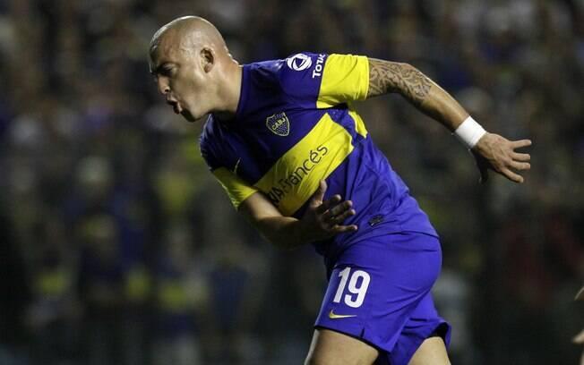 Santiago Silva lamenta chance perdida no  primeiro tempo