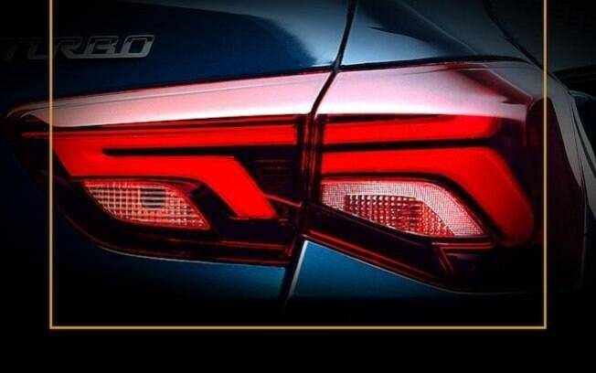 Imagem mostra detalhes da lanterna traseira do Chevrolet Onix Sedan