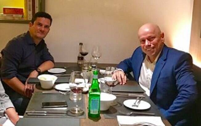 Publicação causou comentários indignados, de quem aceitou o relacionamento amigável de Karnal com Sérgio Moro