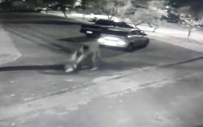 Câmeras flagraram momento em que mulher sofre tentativa de homicídio