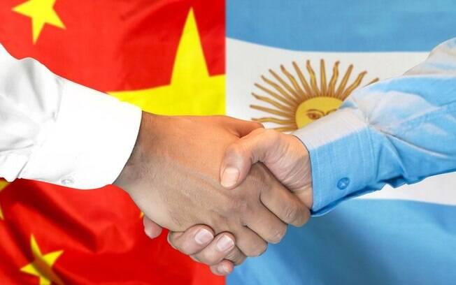 Combinação de fatores, incluindo pandemia de covid-19 e desavenças entre Jair Bolsonaro e Alberto Fernández, pode explicar reviravolta nas relações com a Argentina