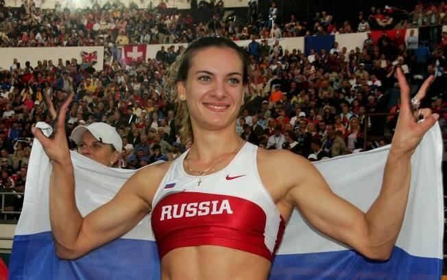 A russa Yelena Isinbayeva é recordista  mundial do salto com vara e aparece e é presença  constante nas listas de musas do esporte mundial