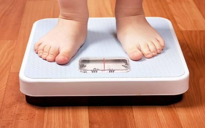 Mãe quer controlar peso da filha, pois a menina passou a ser chamada de gordinha na escolha pelos colegas