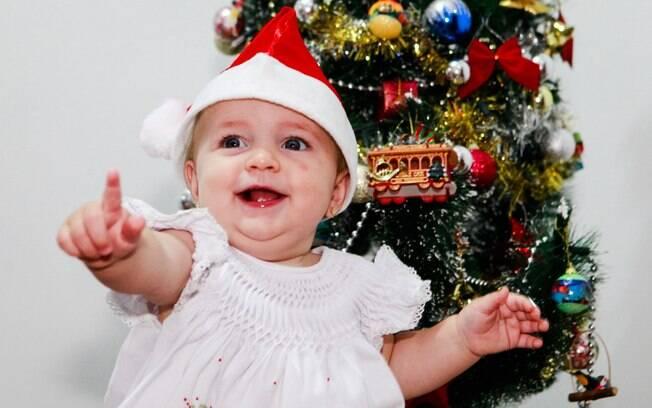 Giovanna nasceu no dia 25 de dezembro há um ano. Agora a festa de Natal tem bolo de chocolate