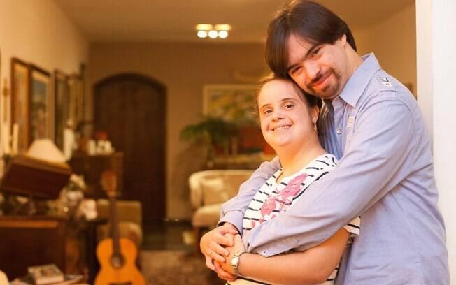 Daniella e o namorado Luis Otávio se conheceram em um grupo de lazer e estão juntos há dois anos