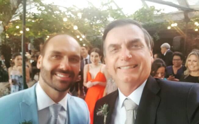 Presidente Jair Bolsonaro e seu filho Eduardo antes de casamento, no Rio de Janeiro