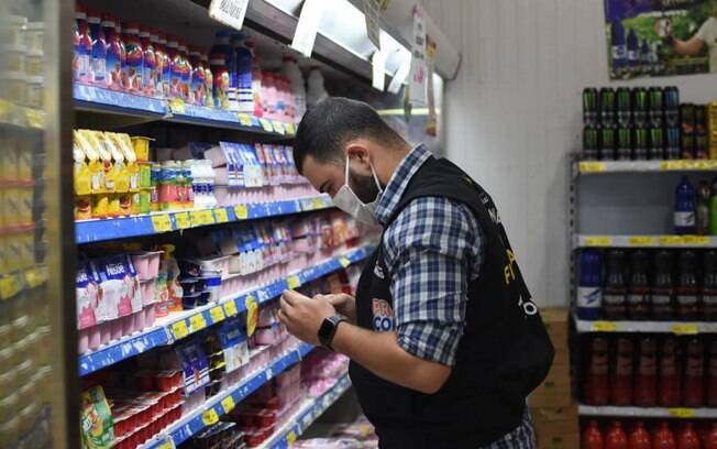 Procon-AM apreende 131 kg de produtos inadequados para consumo