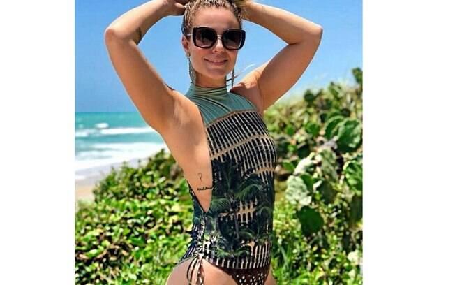 Paolla Oliveira exibe beleza natural durante suas férias na Barra de São Miguel, em Alagoas e compartilha tudo com seus fãs nas redes sociais