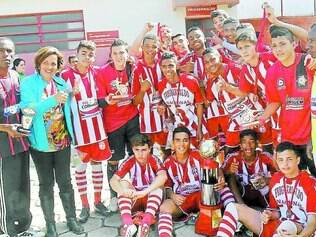 Super Copa Imef.    Com a vitória sobre o Beagá nos pênaltis, sub-15 do alvirrubro chegou ao seu terceiro título na temporada