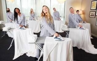 Hotel em Londres cria clube para quem acredita que passar roupa ajuda a relaxar