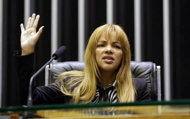 Maia diz que Câmara vai avaliar caso de Flordelis, acusada de mandar matar marido