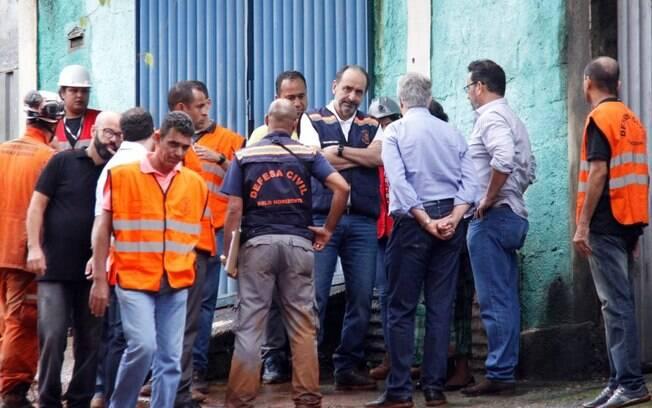 Alexandre Kalil durante ação da Defesa Civil em Belo Horizonte