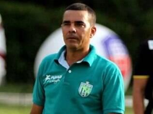 Evandro Guimarães, técnico do Vitória da Conquista, tenta superar o Bahia na final