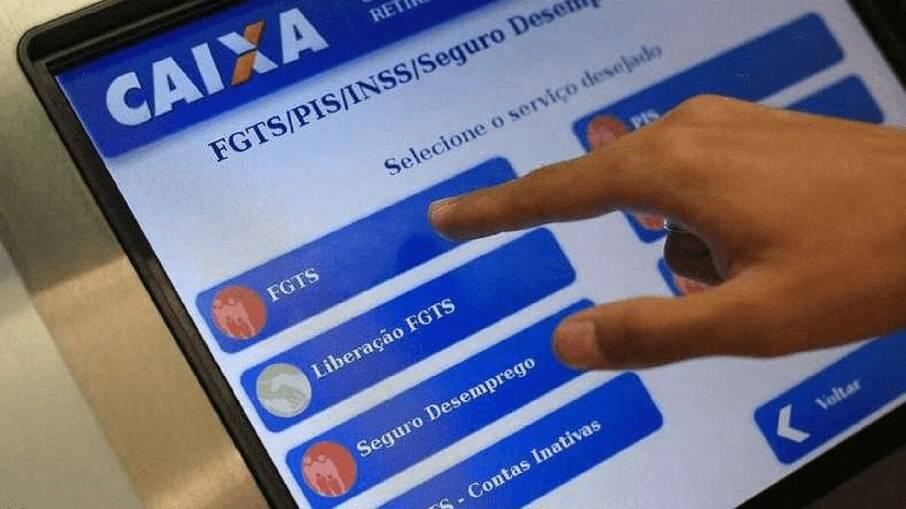 Auxílio emergencial é pago a beneficiários do Bolsa Família com NIS 3