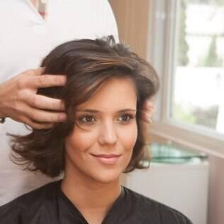 A leitora Bianca ganhou o corte de cabelo hit do momento; veja o antes e depois!