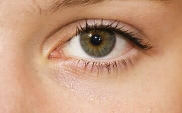 Conjuntivite pode ser causada por vírus, alergia e até fumaça de cigarro