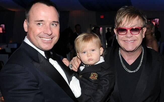 Elton John posou para as fotos com o seu marido, marido David Furnish e com o filho Zachary, de 1 ano