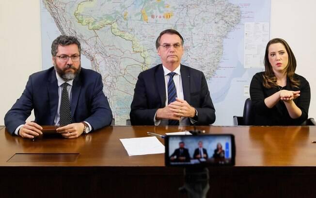 Em live, Bolsonaro comenta novas medidas para os caminhoneiros