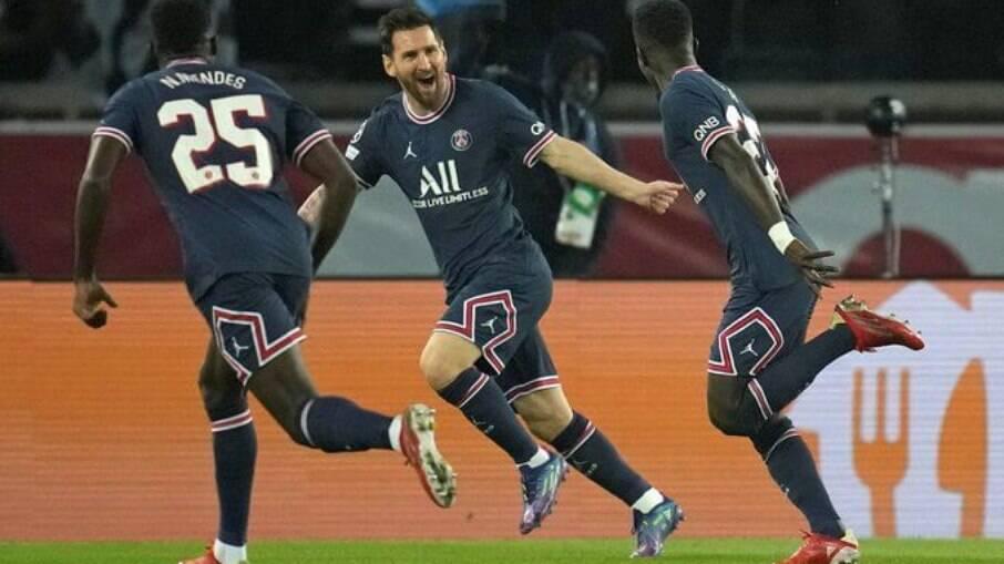 Messi comemora após marcar contra o City