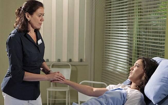 Griselda consola Patrícia no hospital
