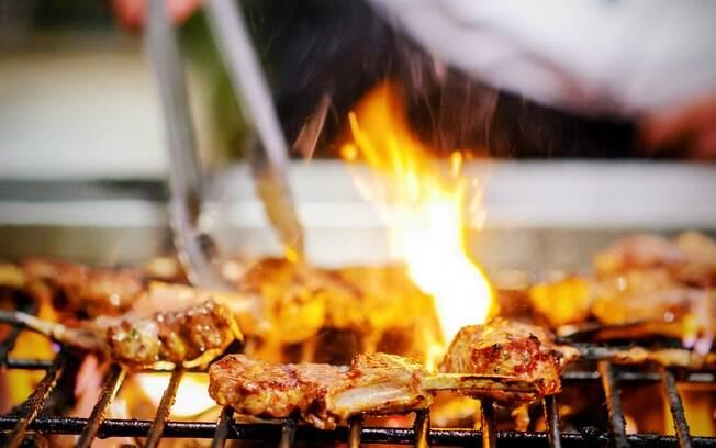 O chef recomenda que o frango seja marinado para que fique ainda mais saboroso.