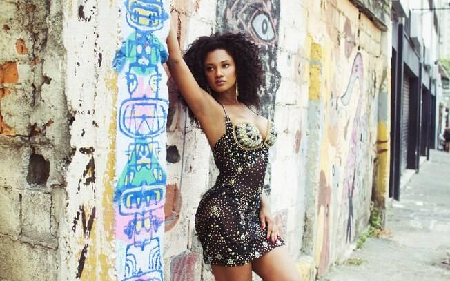 Camila Silva é rainha de bateria da Vai-Vai, que vai levar o repertório de Elis Regina ao Anhembi