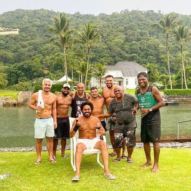 Thiago Martins e amigos