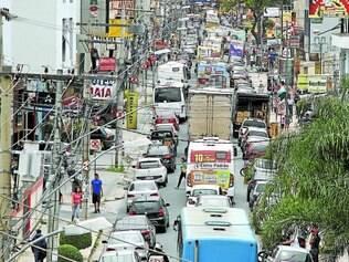 Caos.   Na segunda (8), feriado de Nossa Senhora da Conceição em BH, o trânsito parou no centro de Betim