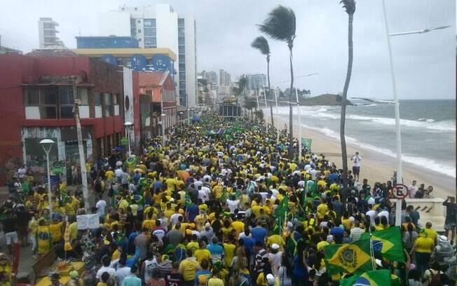 Manifestação deste domingo em Salvador; atos de apoio a Bolsonaro ocorrem em resposta a protestos de opositores
