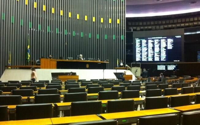 Deputados e senadores deixaram Brasília e as responsabilidades para trás com medo da greve