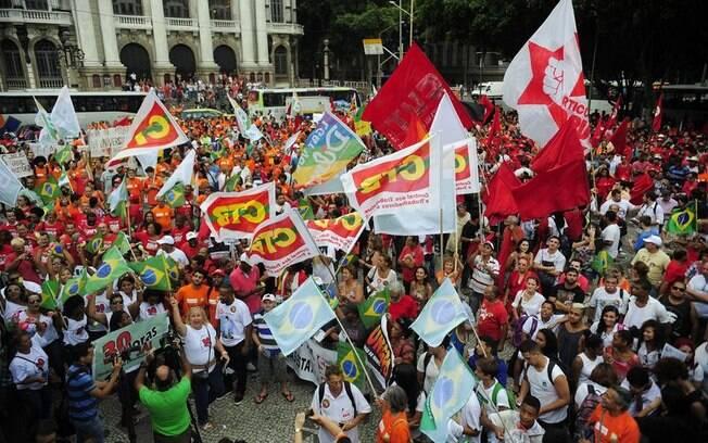 No Rio, os petroleiros gritaram a favor da Petrobras em dia de protesto