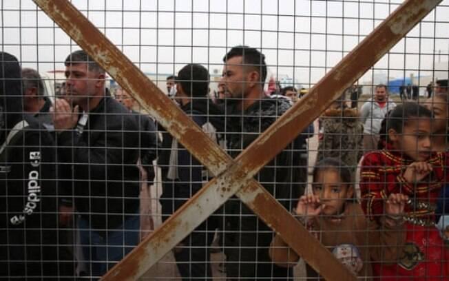 Pessoas deslocadas internamente no campo de Hassan Sham no leste de Mosul, Iraque