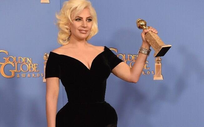 No Globo de Ouro 2016, a cantora escolheu um visual