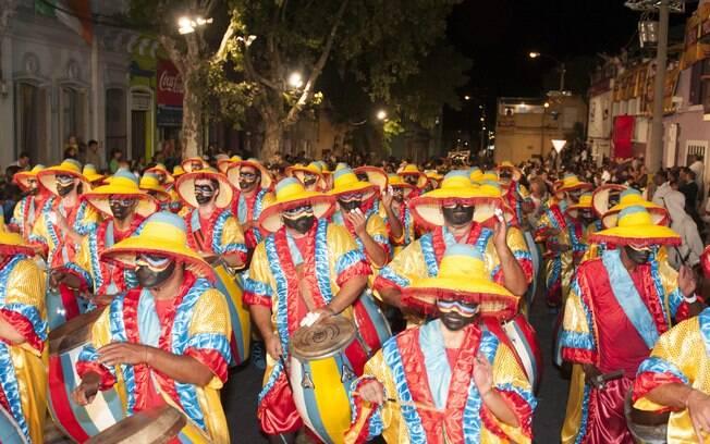 O Candombe é um instrumento tipicamente africano que contagia as pessoas durante o desfile pelas ruas