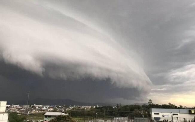 'Ciclone bomba' atingiu estados do Sul e Sudeste com ventos de até 90 km/h