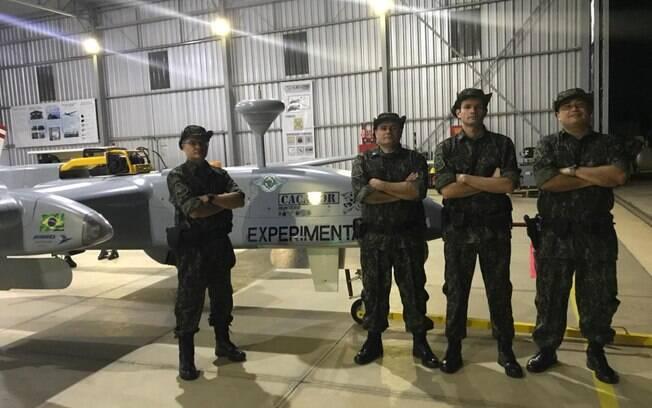 VANT caçador e Policiais da PMA