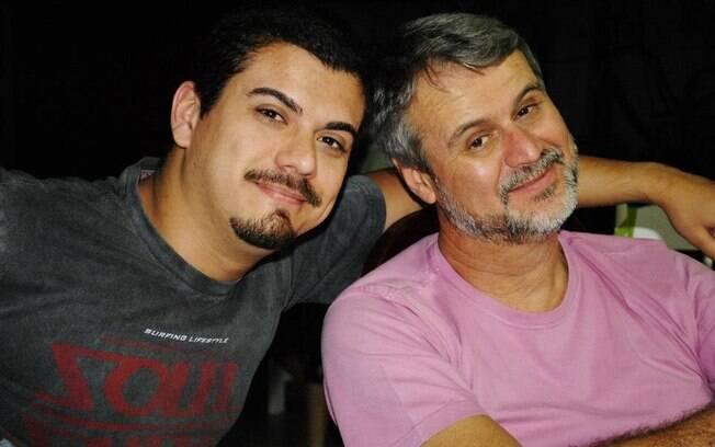 Marcio Oliveira, de 56 anos, deixou de fumar porque seu filho Daniel passou a ter diversos problemas na garganta