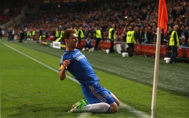 Ivanovic comemora o gol que garantiu o título  da Liga Europa ao Chelsea